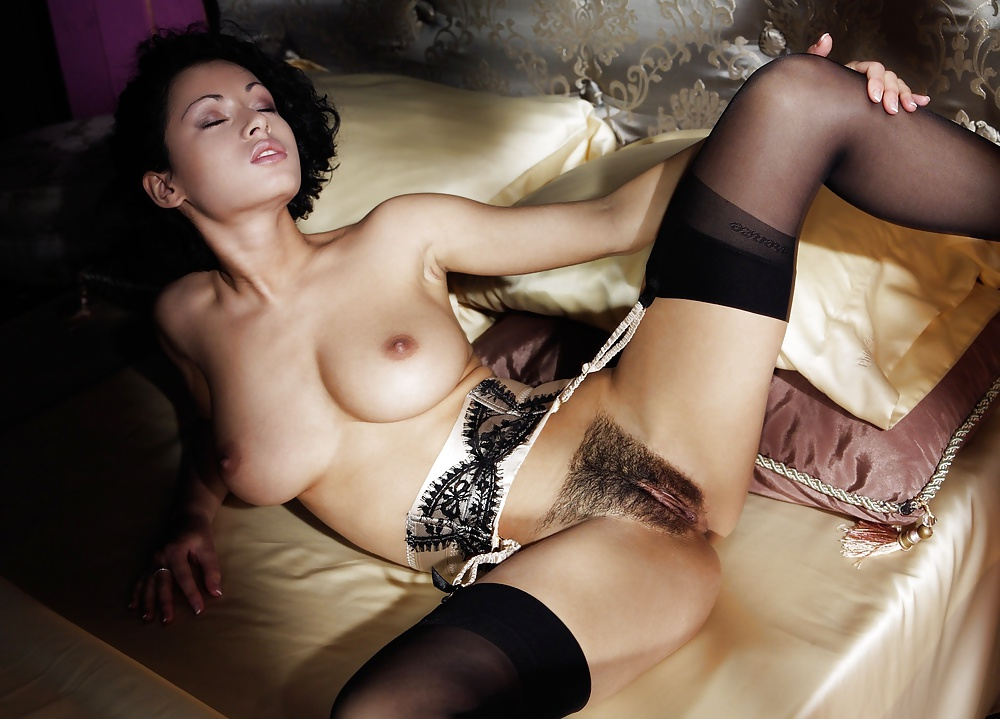 Секс с девушкой с волосатой пиздой в черном нижнем белье домашнее стоны только