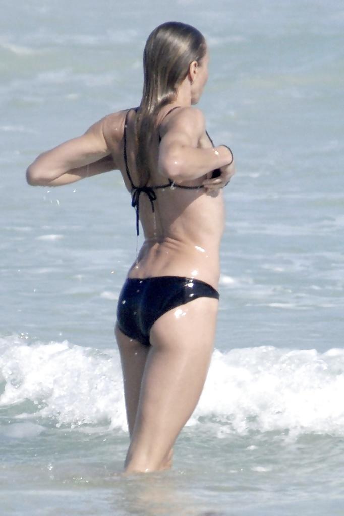 sexy-cameron-diaz-on-bikini