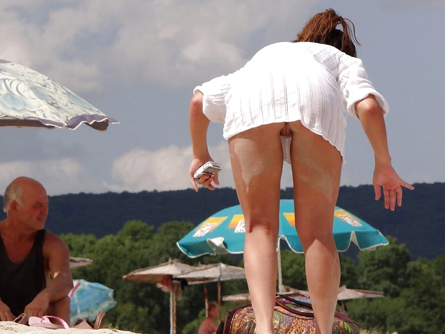 philippinr-upskirts-on-beaches-videos-public-colombian