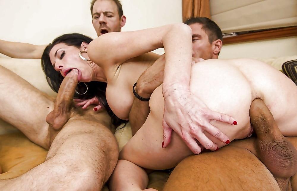 показать фото как мужики трахают телок - 8