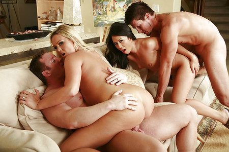 Swingers Gang Bang: SEXY Ladies LOVE Fucking Partners PGB