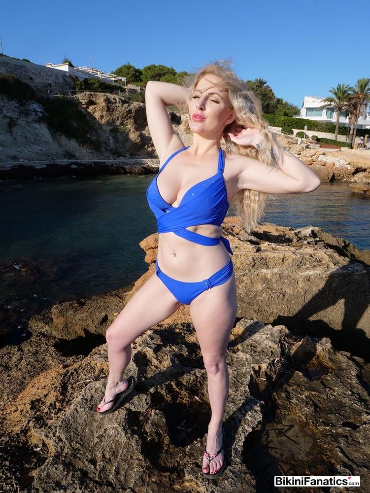 Natural blonde bikini babe flashes her tits - 12 Pics