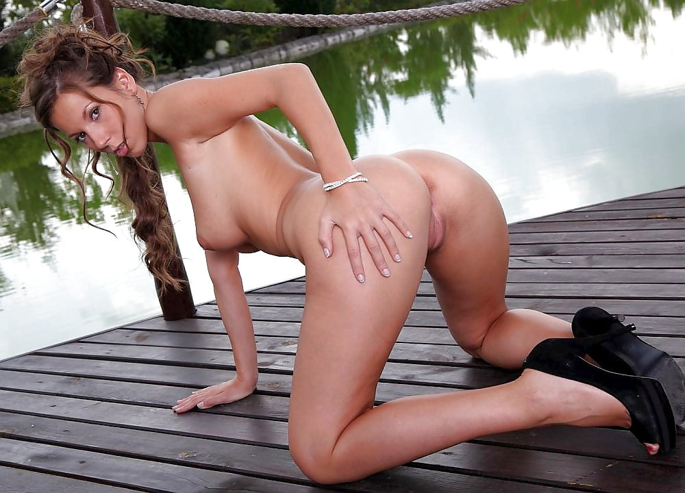 free-lisa-dean-ryan-naked-pics-pussy-through-yoga-pants-porn