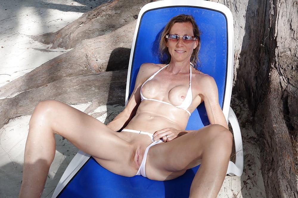 Bikini Mature Sex Pics, Women Porn Photos