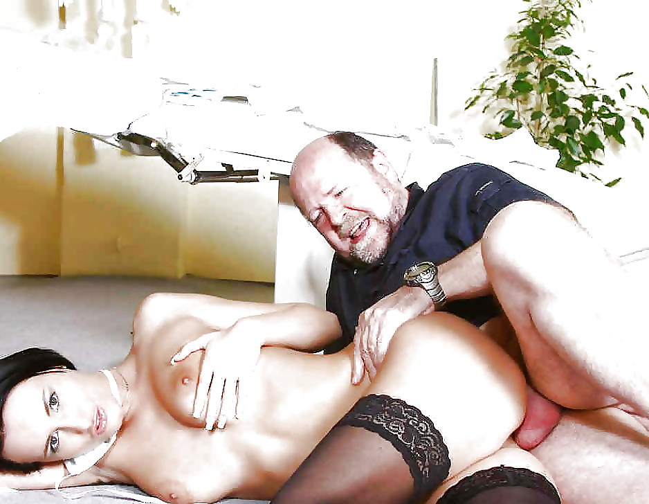 старик трахает молодую жену