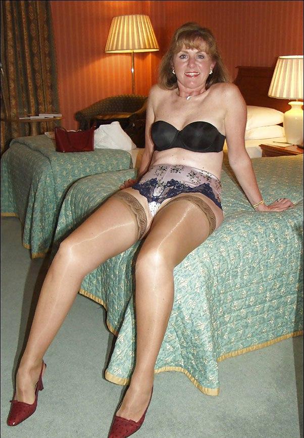 amateur matures in stockings pics