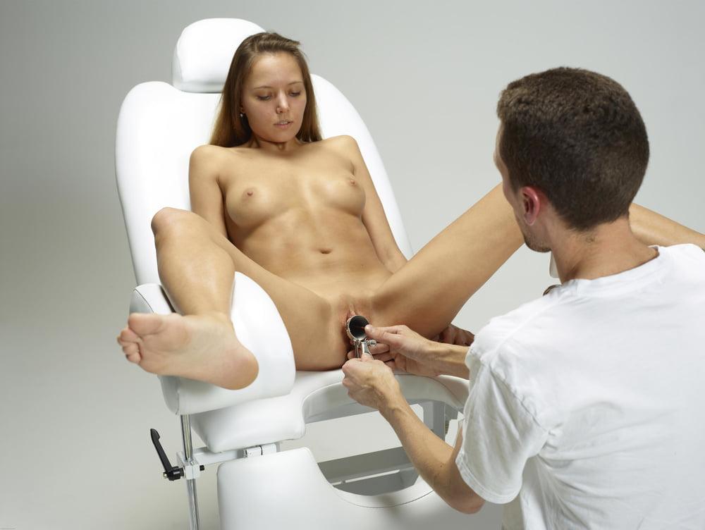 основная девушки у гинеколога показывают пизду первая встала