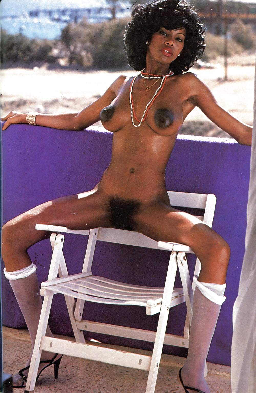 Retro ebony nude