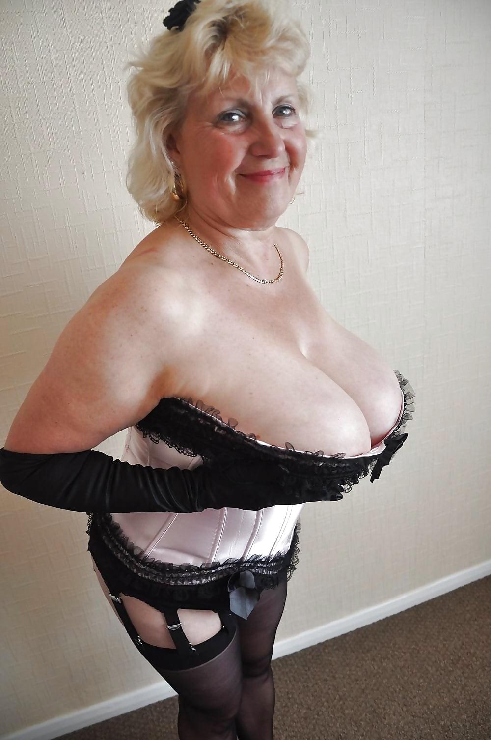 Euro granny pem lets her big old tits hang loose - 1 1
