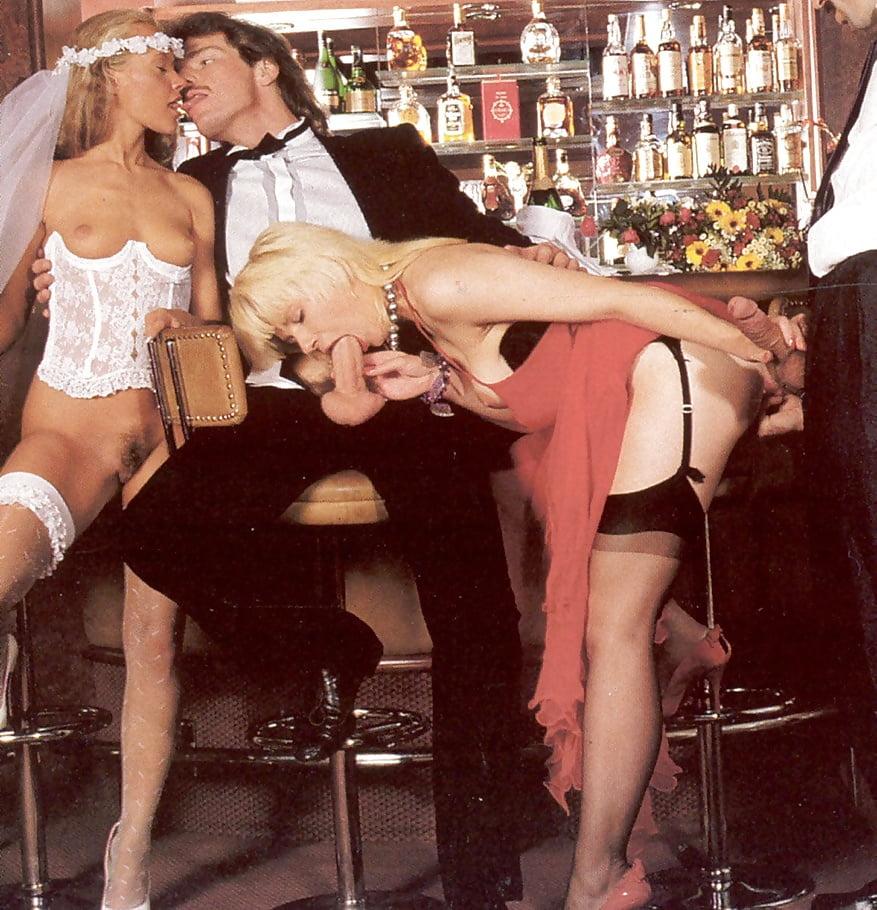 Ретро порно трахаются у бара, порно ролики две телки и один мужик