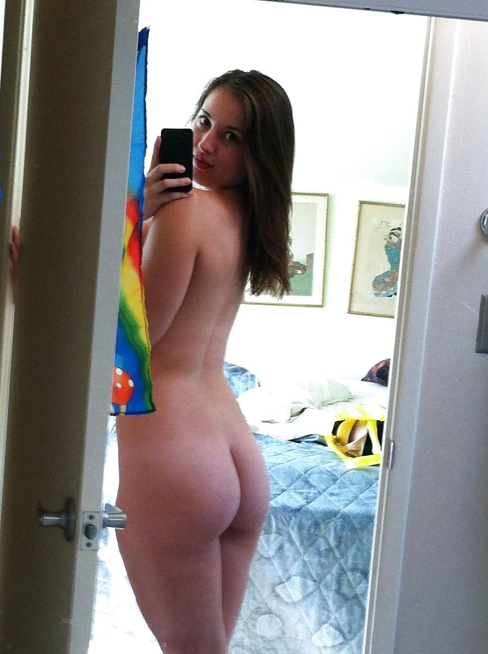 Nude Curvy Milf Self Shot