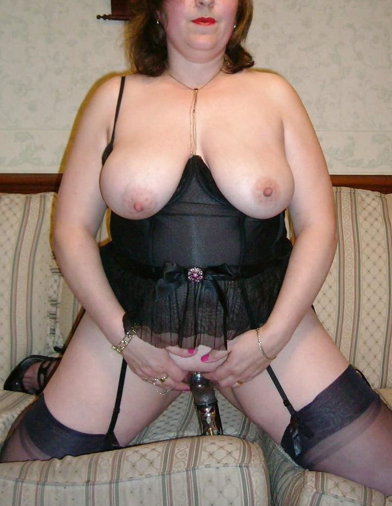 Nutte Hangetitten Bikini Orgasmus