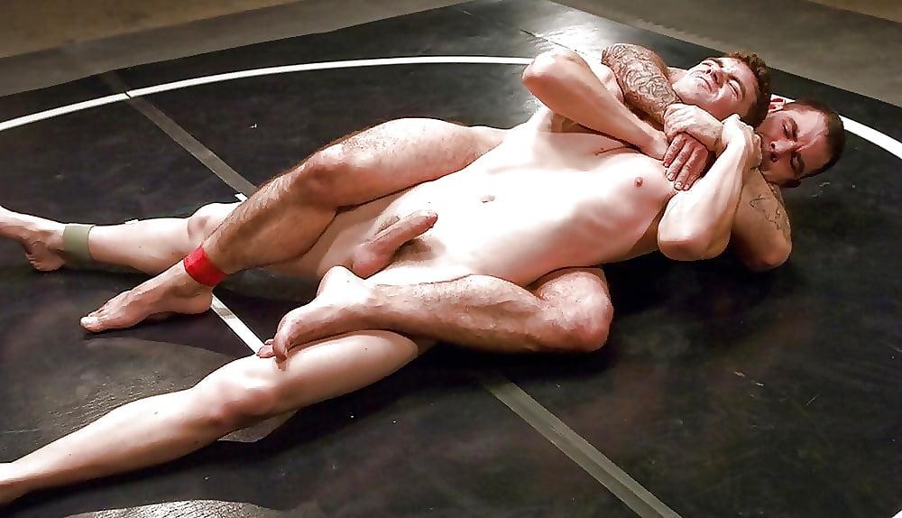 голые мужчины дерутся на ринге даем