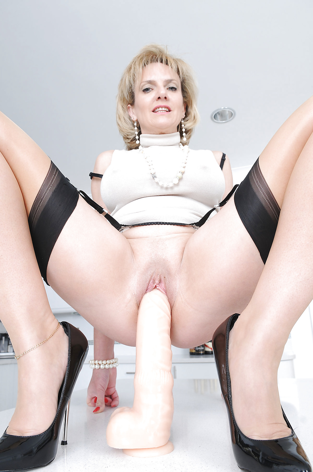 mature-ladies-first-dildo