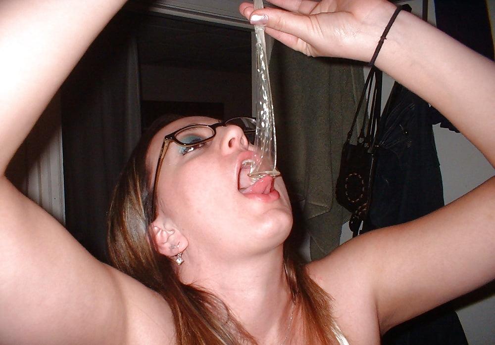 Кусты порно пьет сперму из гондона пизды