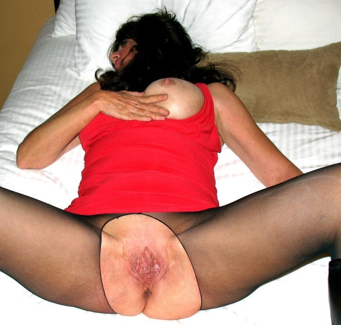Matures and amateurs on bed in pantyhose 2