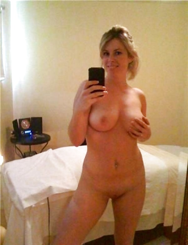Moms nude self pic, completely nude girl