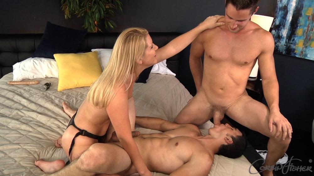 Фотки порно бисексуалов страпон