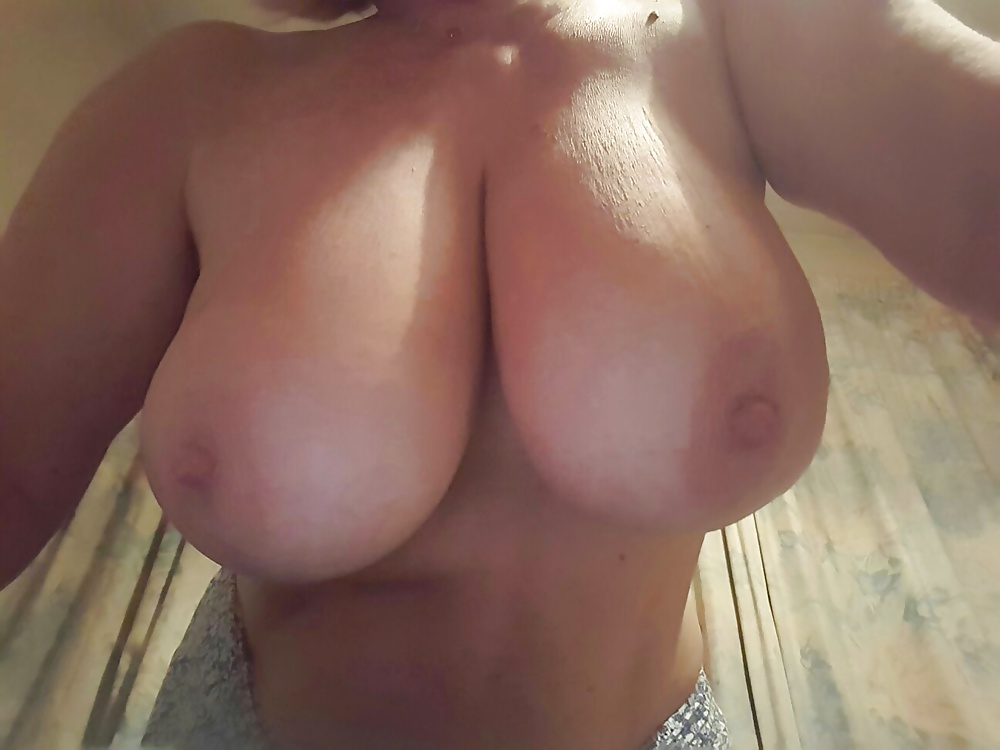 Big Wobbly Natural Boobs - 1 Pics - Xhamstercom-8793