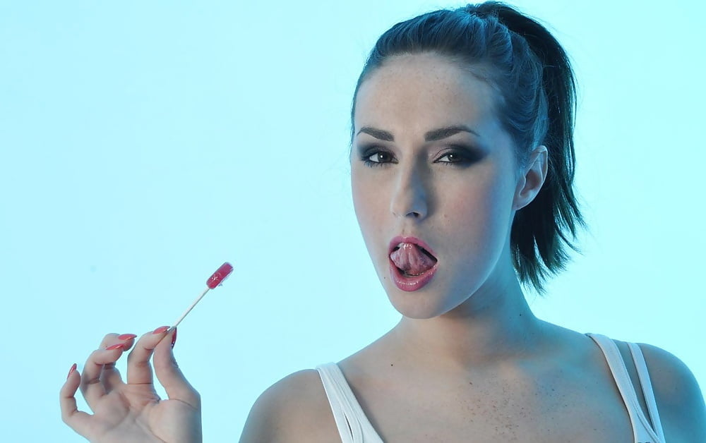 Free lesbian licking videos