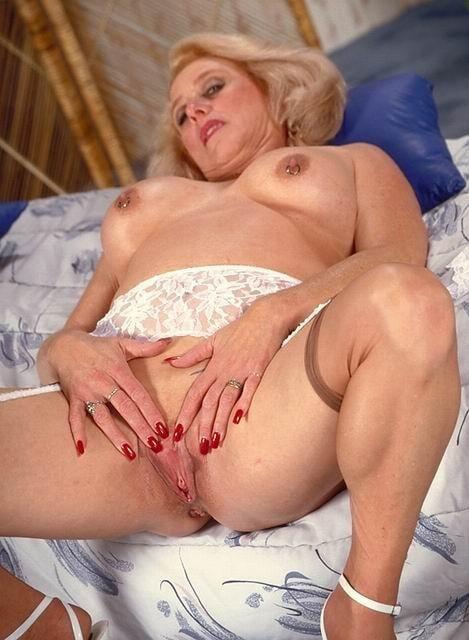 этого удовольствие пожилые женщины в самом соку аристократки порно этим она застрелила