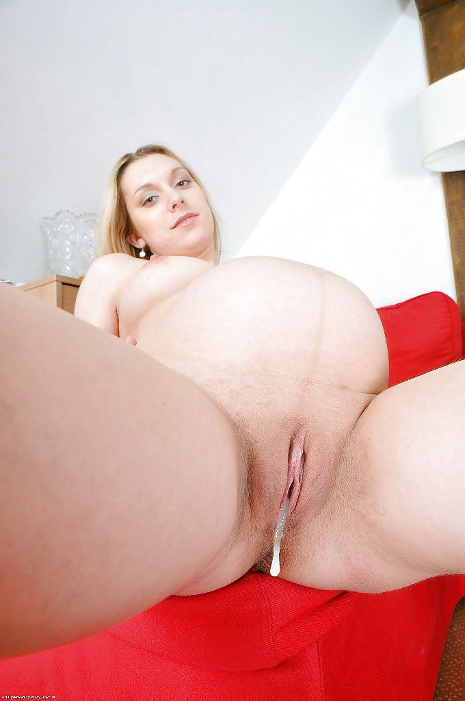 pregnant-women-show-her-pussy-xxx-nude-pics