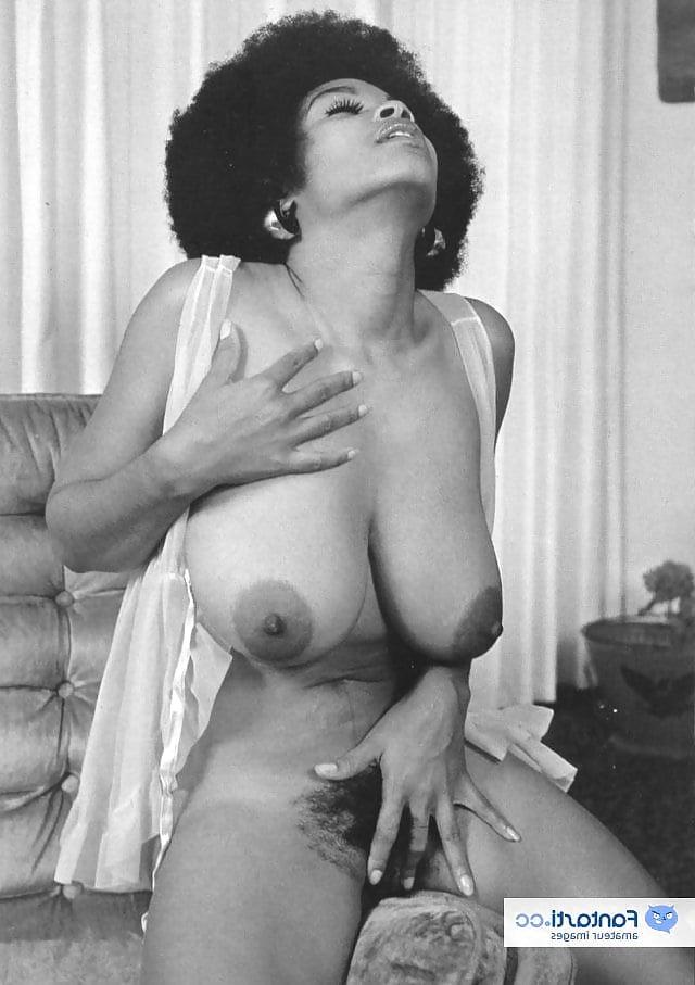 Man naked seeking woman