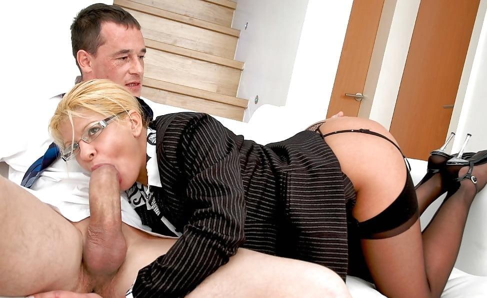Порно девушка в строгом деловом костюме #1