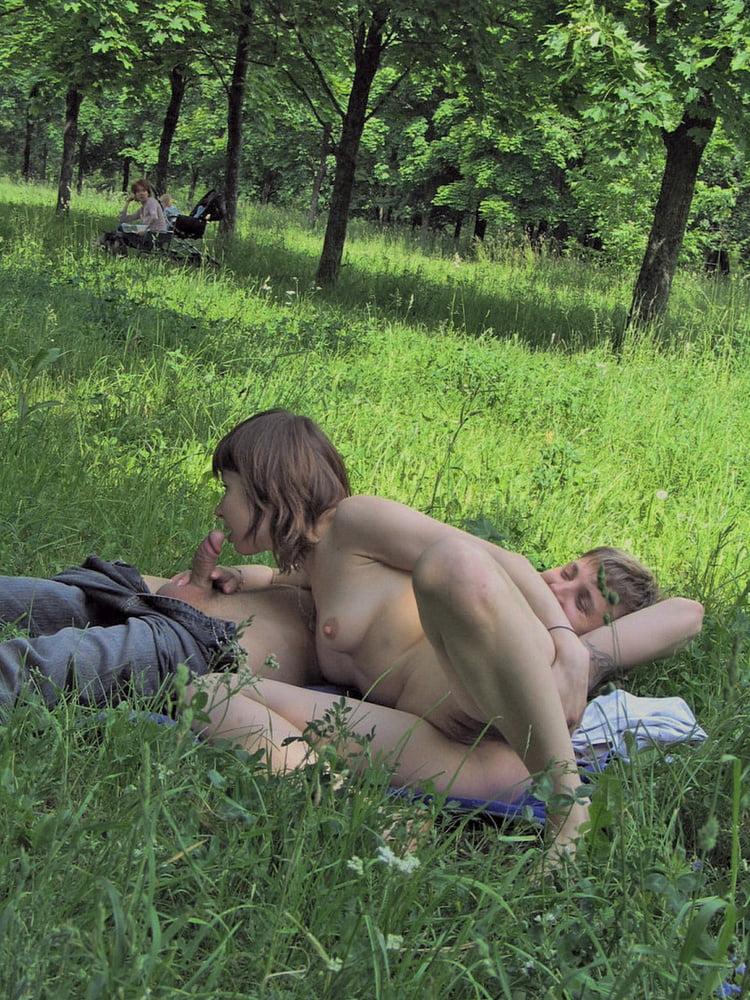 seks-na-skameyke-podglyadivanie-erotika-devushki-vk