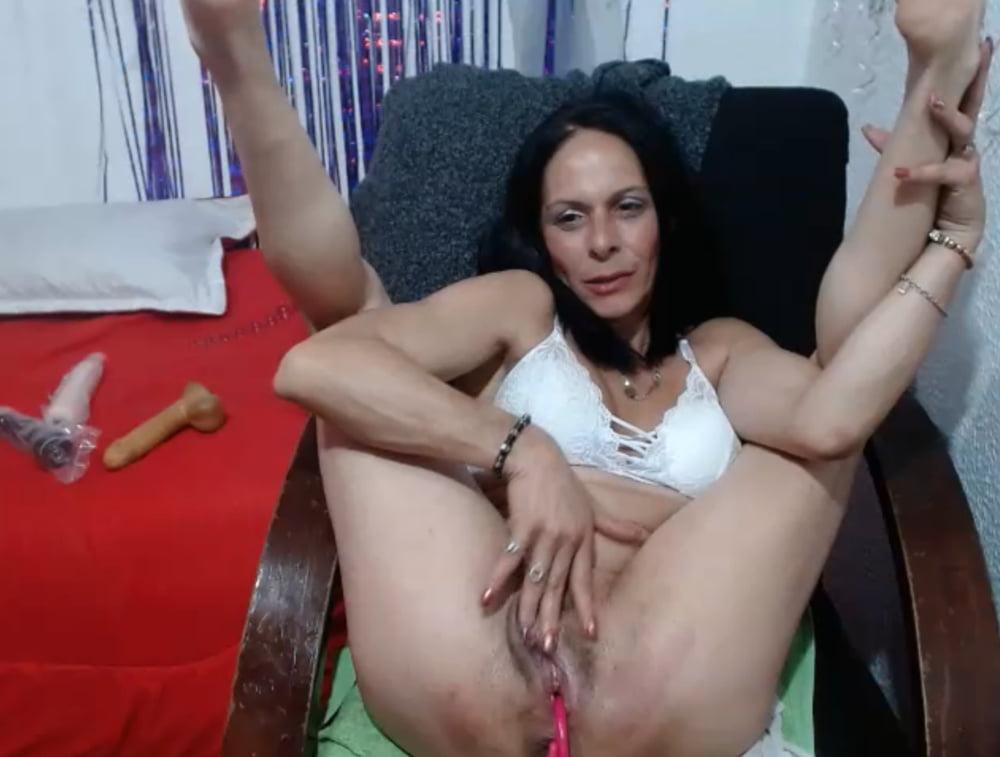 Latina milf valentina is sucking dick