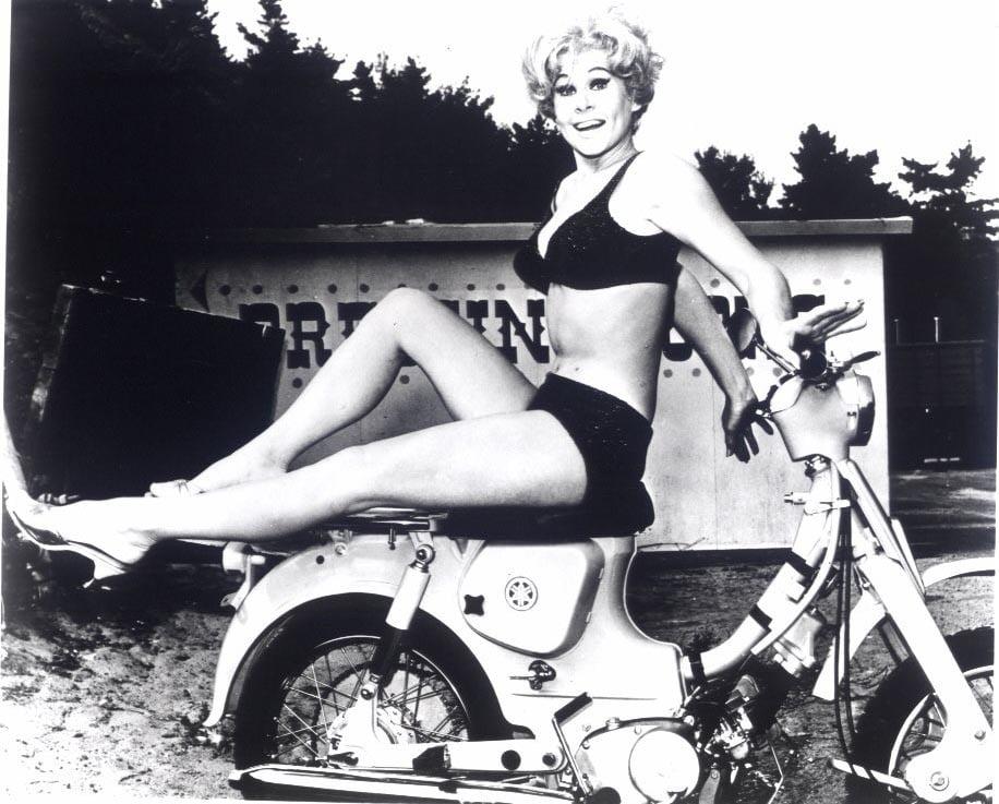 Sue Ann Langdon Nude