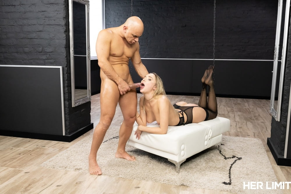 Anal Loving Blonde MILF Venera Maxima Gets her Ass Stretched - 14 Pics
