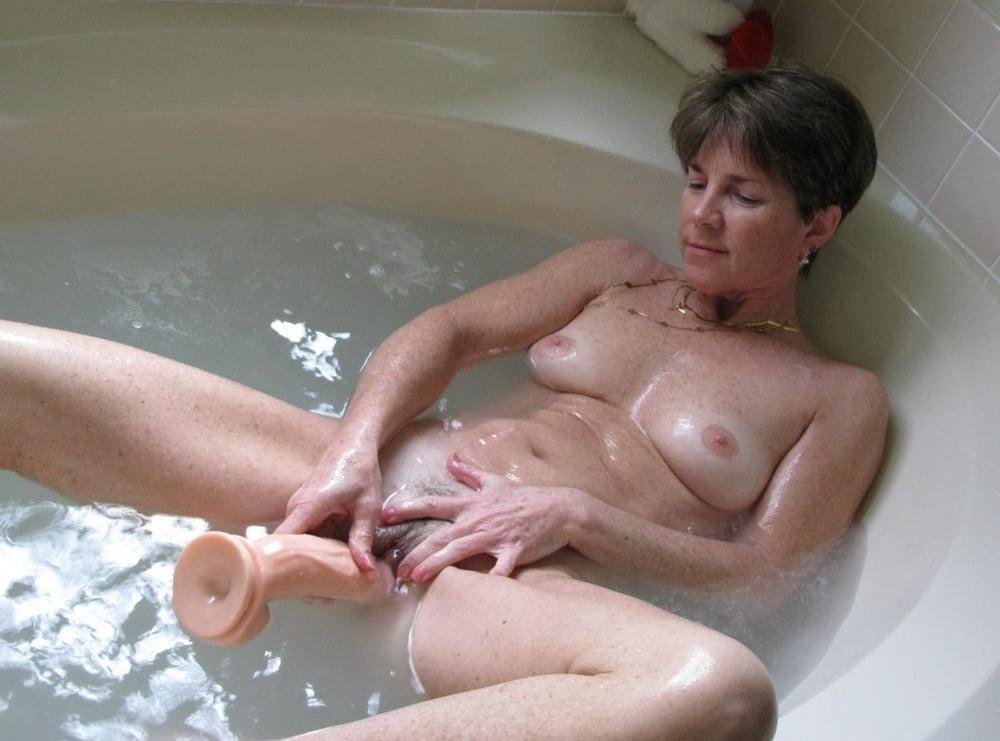 Nude fat bathing