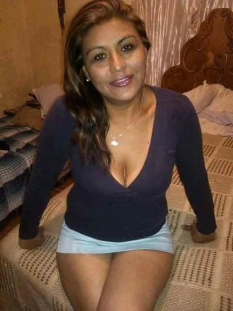 Otra madura seduciendo a la hija de su amiga - 2 part 10