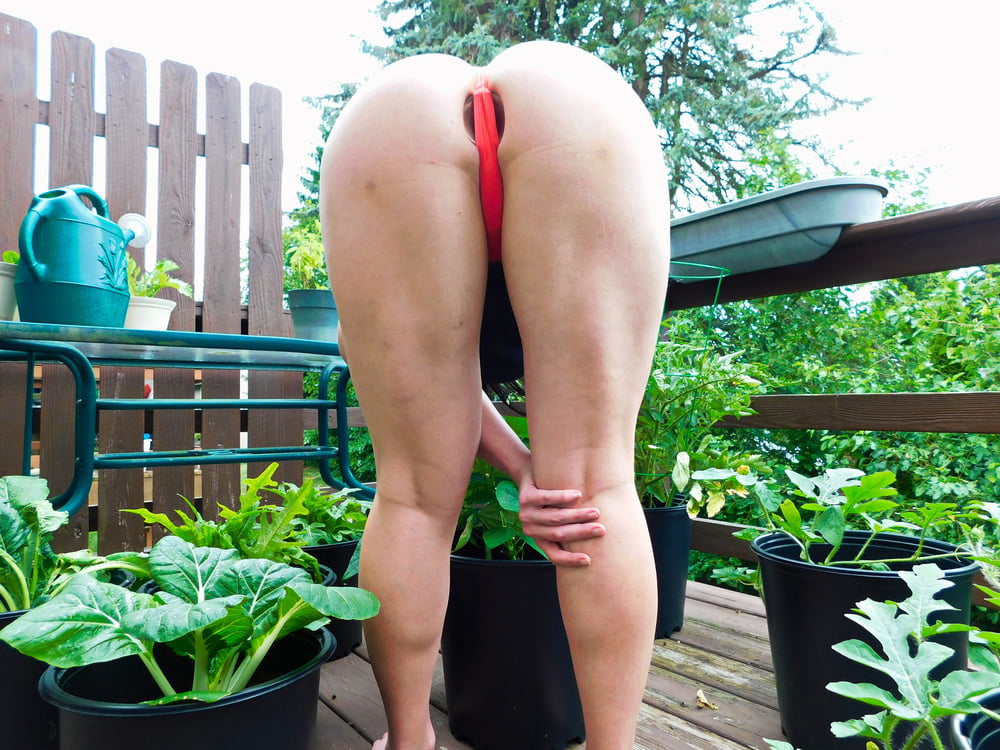 Plugged Gardening - 44 Pics