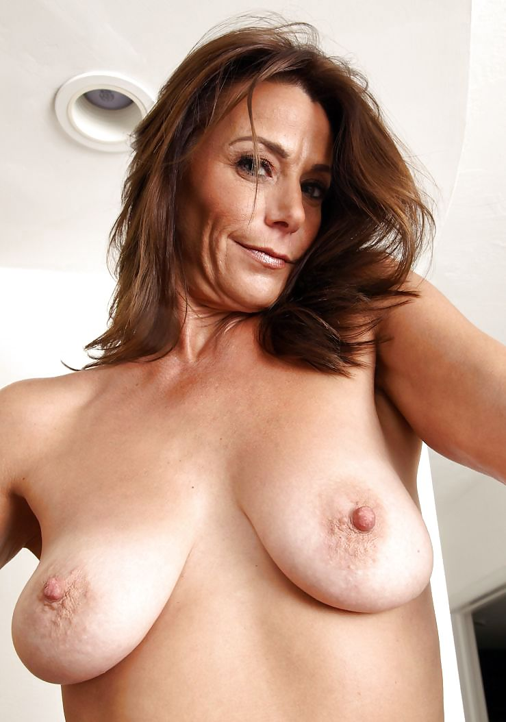 Huge boobs milf mature playing with her natural tits