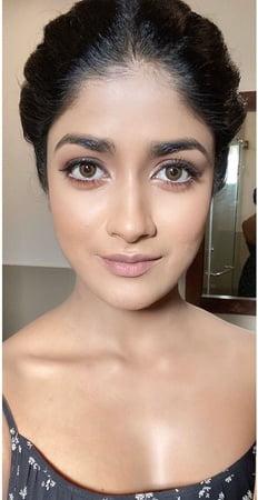 Stunning Dimple Hayati