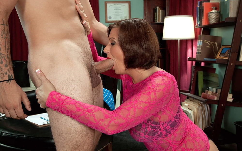 Milf loves young cock porn pics
