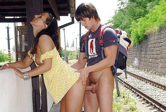 Тетку подцепили на вокзале порно