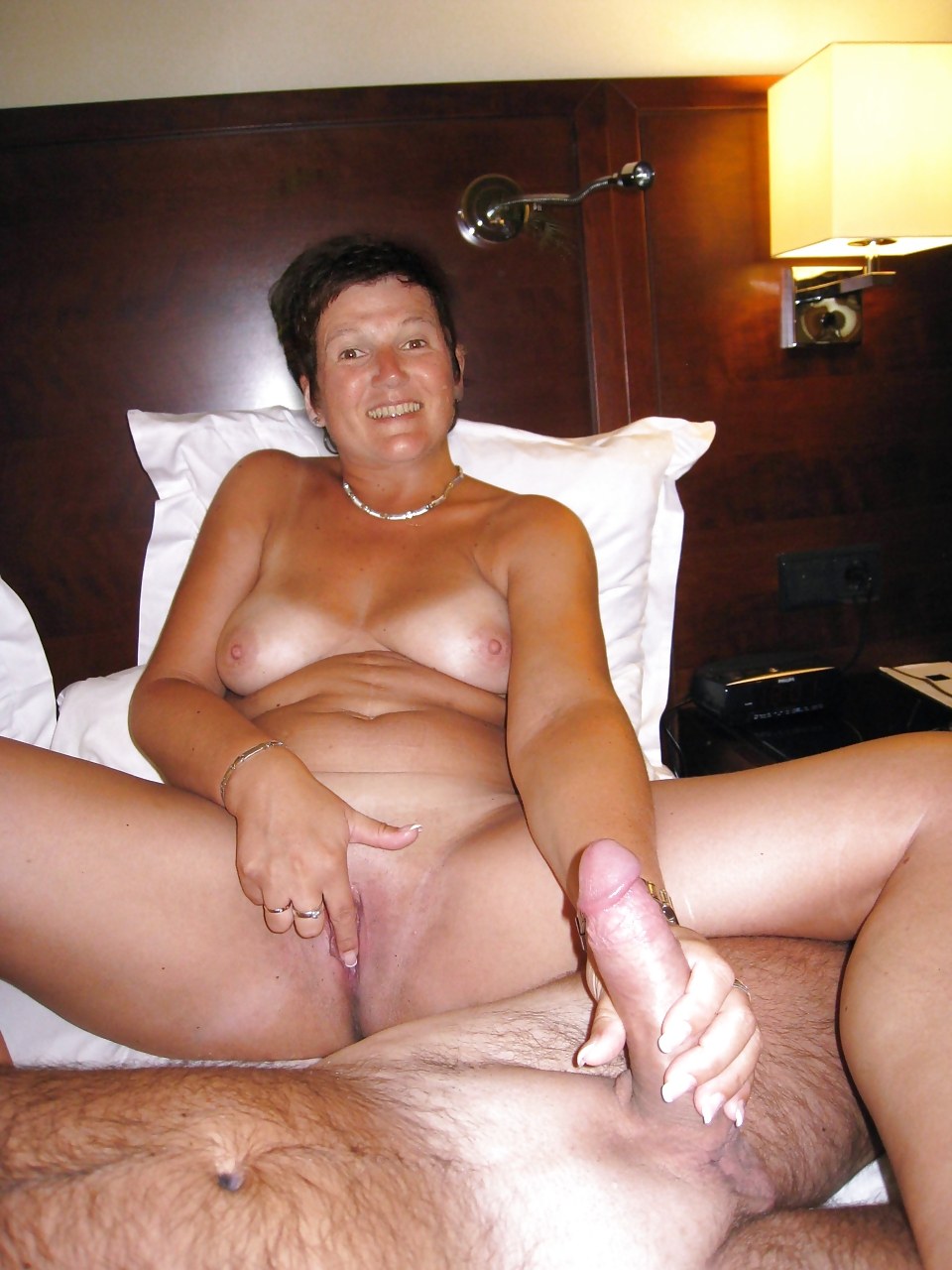 Порно жена дрочит член мужу зрелые