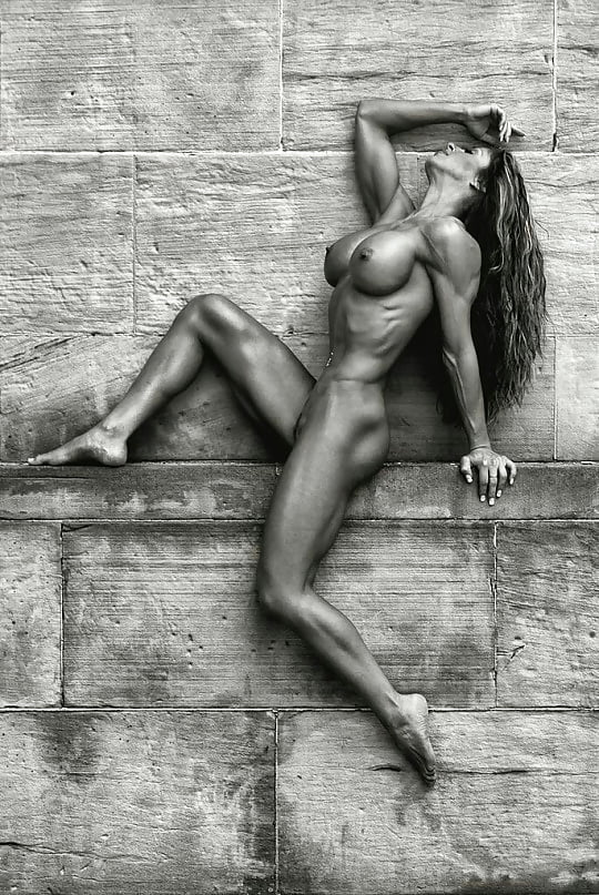 Nude Fitness Babe Isabelle