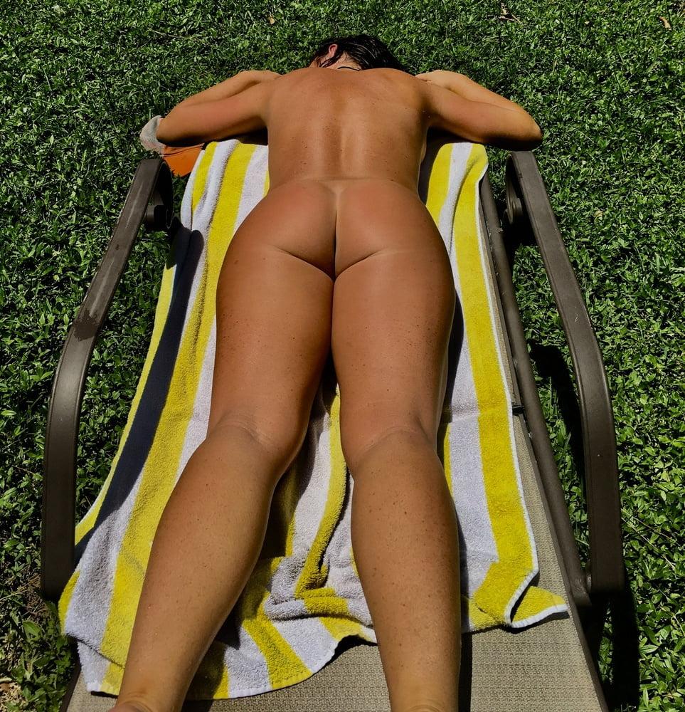 Naked females outside-1684
