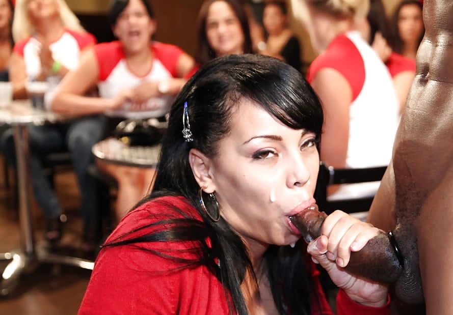 girls-blowing-strippers-xxx