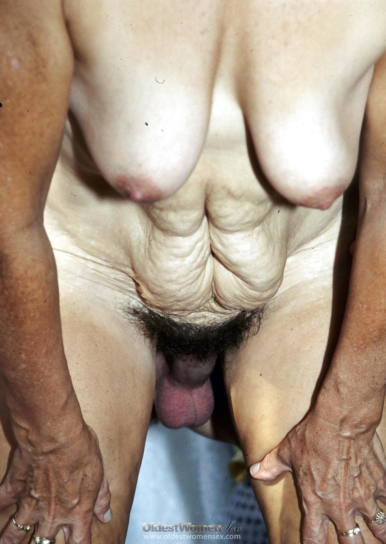 Мастурбация клитора и оргазм крупным планом широко раскинула