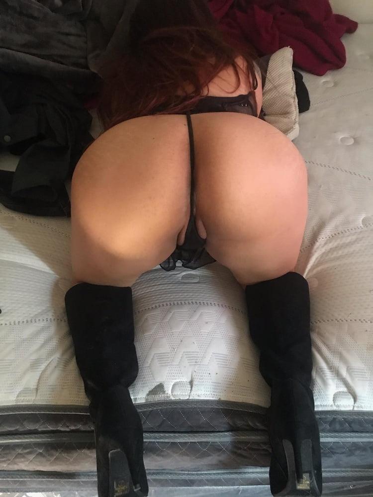 Latina big booty wife - 8 Pics