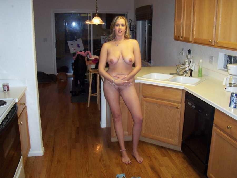 Частное голая на кухне