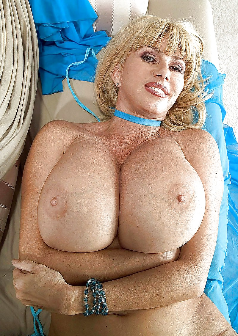 Download Free Milf Flashes Big Juggs In The Garden
