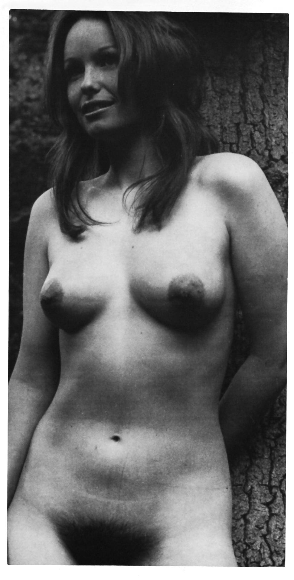 Hot Nude Photos Hot women in risque bikinis