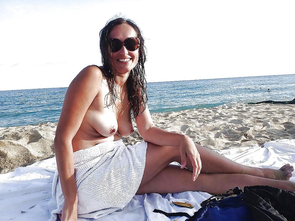 Girl beach naked-4072