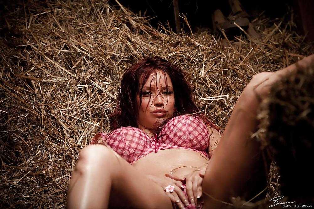 Фильм про девушки приехали на ферму эротика